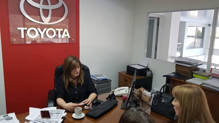 Se articulan acciones con empresa Toyota La Rioja